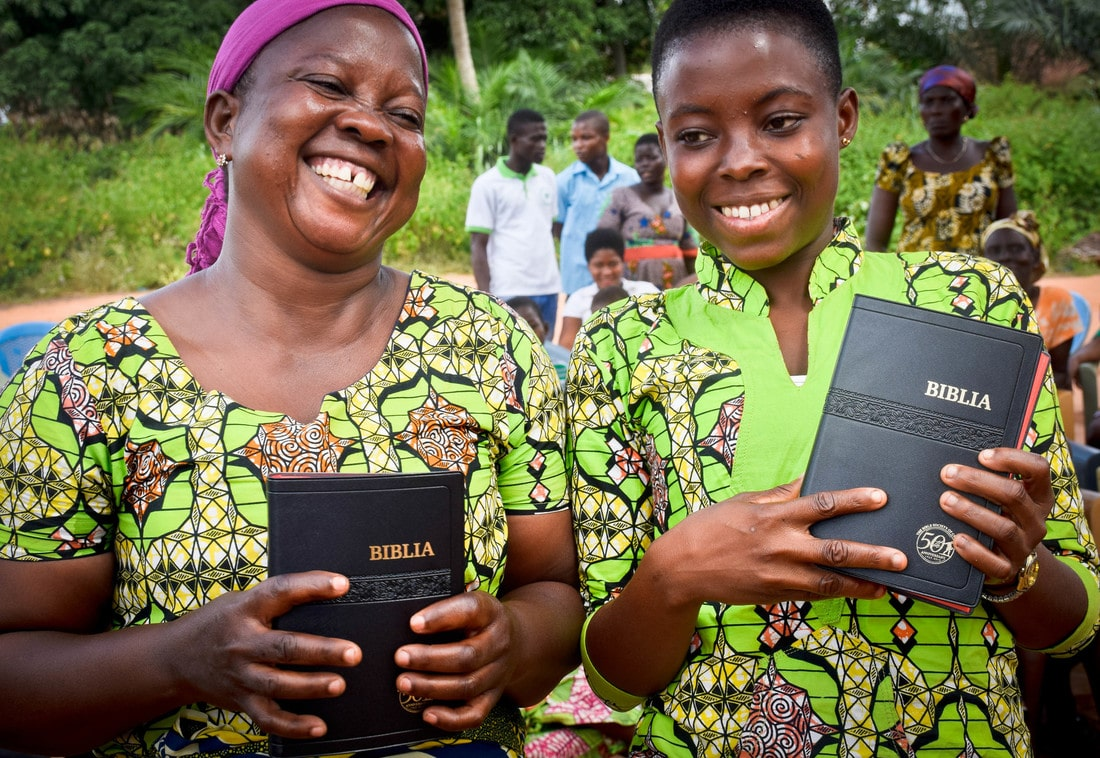 Ghana women with Bibles